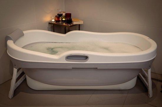 HelloBath Opvouwbaar bad XXL -148cm roze - Bath Bucket 2.0 - plastic badkuip - Inklapbaar bad - Zitbad voor Volwassenen - ZitBadXL.nl